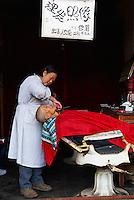 Chine. Province du Yunnan. Ville de Lijiang. Patrimoine mondial de l'UNESCO. Marche de Lijiang. // China. Yunnan province. City of Lijiang. UNESCO World Heritage. Local market.