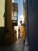 Narrow street, Old San Juan/Viejo San Juan