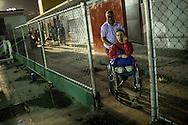 Zarevitz Camacho es acompañada por su padre, César Camacho a la práctica de natación en el IND del Paraíso en Caracas. 08 de mayo de 2014. (Foto/Ivan Gonzalez)