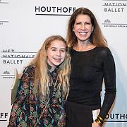 NLD/Amsterdam/20180324 - inloop première Dutch Doubles ballet, Isa Hoes en dochter Vlinder