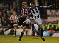 Fotball<br /> England 2004/2005<br /> Foto: SBI/Digitalsport<br /> NORWAY ONLY<br /> <br /> League One - Play off Semi Final<br /> Brentford v Sheffield Wednesday<br /> 16th May, 2005<br /> Wednesdays Alex Bruce classhes with Brentfords Jay Tabb