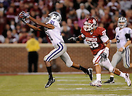 NORMAN, OK - OCTOBER 31:  Wide receiver Attrail Snipes #81 of the Kansas State Wildcats pulls in a pass in front pressure form linebacker Travis Lewis #28 of the Oklahoma Sooners in the third quarter on October 31, 2009 at Gaylord Family Oklahoma Memorial Stadium in Norman, Oklahoma.  (Photo by Peter G. Aiken/Getty Images)
