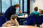 Nederland, Nijmegen, 13-4-2006..Vooruitwerklab voor hoogbegaafde kinderen aan de Radboud universiteit Nijmegen. Wekelijks komen  kinderen van de basisschool in deze klas om op hun eigen niveau bezig te zijn. ..Foto: Flip Franssen/Hollandse Hoogte