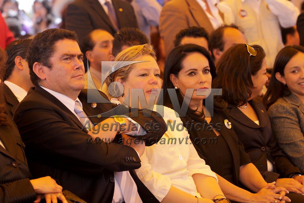 SAN MATEO ATENCO, México.- Juan Carlos Núñez Armas y Concepción Martínez asistieron a la toma de protesta de Sergio Fuentes Vázquez como presidente Municipal de San Mateo Atenco. Agencia MVT / Crisanta Espinosa. (DIGITAL)