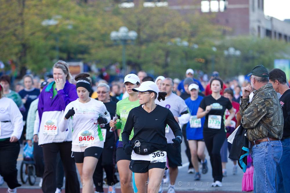 Photos of the begining of the Quad Cities Marathon 2010.