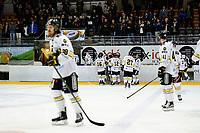Ishcokey , GET-Ligaen , Eliteserien , Sluttspill NM , Finale 2<br /> 14.04.16 , 20160414<br /> Lørenskog - Stavanger Oilers <br /> Stavanger Oilers går av isen etter tap i sudden death<br /> Foto: Sjur Stølen / DigitalsportFotball