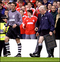 ABERDEEN V RANGERS.....PIC...BRIAN STEWART<br /><br />ROBBIE WINTERS TAKES TO THE FIELD AS SUB FOR THE INJURED LEIGHTON WEARING DAVID ESSON'S SHIRT