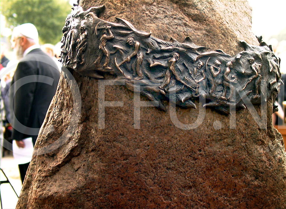 Fotografie Frank Uijlenbroek©2000/Frank Brinkman.001002 collendoorn ned.onthulling joodse gedenksteen .fu001003_14..