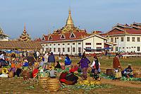 Myanmar (ex Birmanie), Province de Shan, le lac Inle, Paya Phaung Daw Oo, jour de marche // Myanmar (Burma), Shan province, Inle lake, Paya Phaung Daw Oo, market day