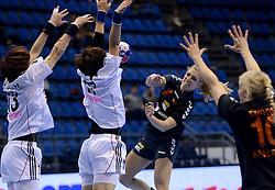 08-12-2013 HANDBAL: WERELD KAMPIOENSCHAP ZUID KOREA - NEDERLAND: BELGRADO <br /> 21st Women s Handball World Championship Belgrade. Nederland verliest de tweede partij van het WK met 29-26 van Korea / Nycke Groot<br /> ©2013-WWW.FOTOHOOGENDOORN.NL