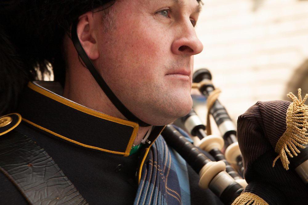 A piper from the Port Authority of New York and New Jerssey Emerald Society Pipe Band.