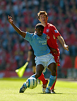 Fotball<br /> Foto: SBI/Digitalsport<br /> NORWAY ONLY<br /> <br /> Liverpool v Manchester City<br /> Barclays Premiership, 21/08/2004.<br /> <br /> Manchester City's Shaun Wright-Phillips (L) shoulder charges Liverpool's Harry Kewell off the ball.