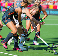 ANTWERPEN -  Maria Verschoor (Ned) met Cecile Pieper (Ger)    tijdens  de   finale  dames  Nederland-Duitsland  (2-0) bij het Europees kampioenschap hockey.   COPYRIGHT  KOEN SUYK