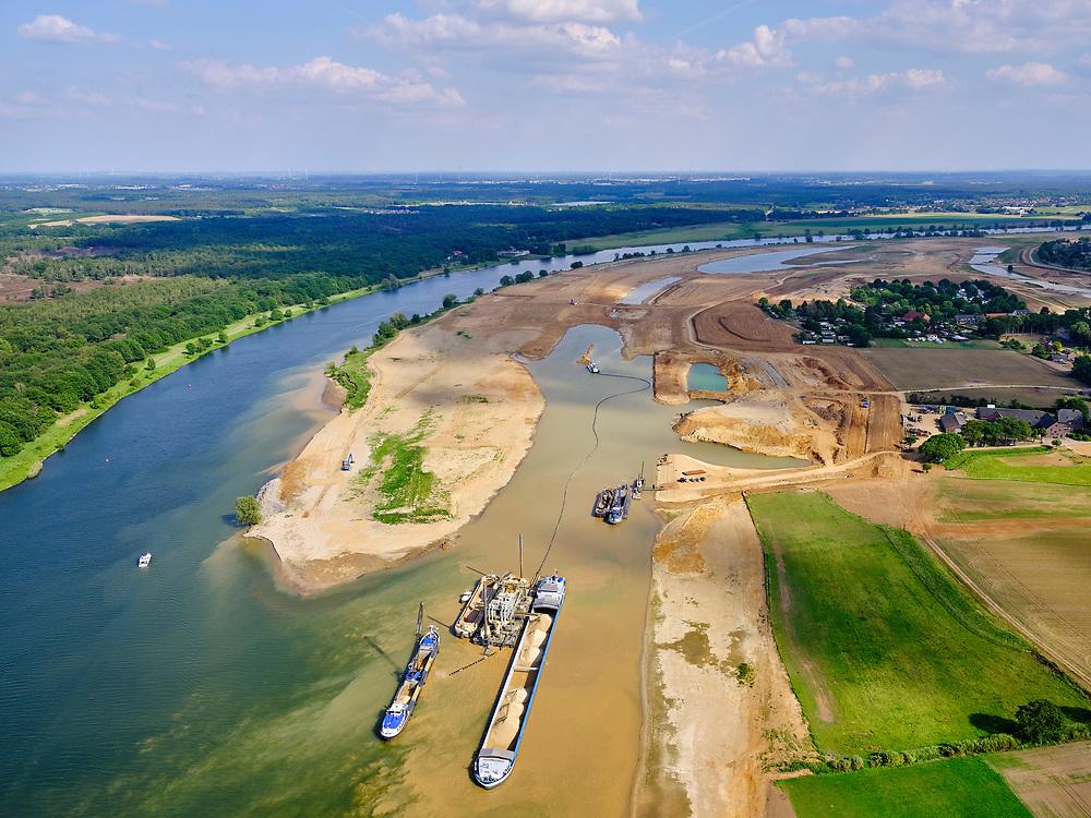 Nederland, Limburg, Gemeente Horst aan de Maas,; 27-05-2020; buurtschap Ooijen, grondwerkzaamheden voor de aanleg van de hoogwatergeul Ooijen<br /> Hamlet of Ooijen, earthworks for the construction of the high water channel Ooij.<br /> <br /> luchtfoto (toeslag op standard tarieven);<br /> aerial photo (additional fee required)<br /> copyright © 2020 foto/photo Siebe Swart