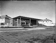 05/12/1961<br /> 12/05/1961<br /> 05 December 1961<br /> Exterior of Bank of Ireland, Raheny, Dublin.