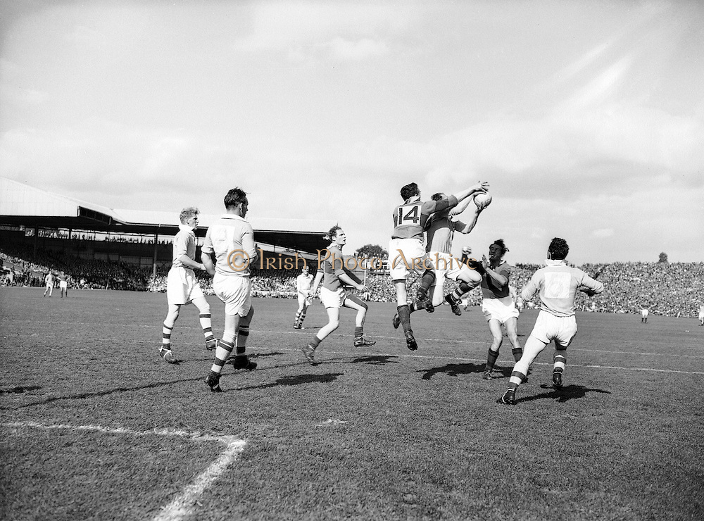 Neg No:.871/a1908-a1909..1955AISFCSF...All Ireland Senior Football Championship - Semi-Final..Dublin.1-8.Mayo.1-7.Dublin. .