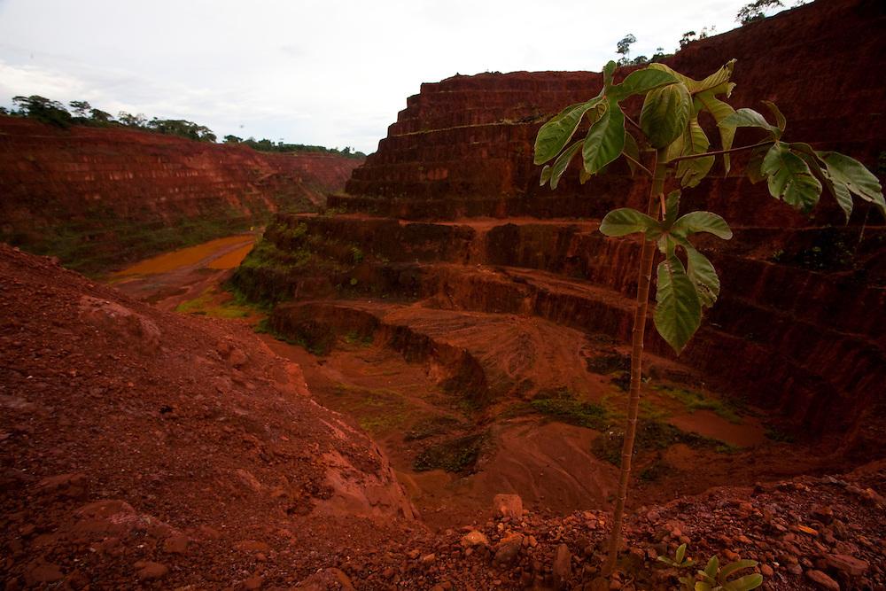 Parauapebas_PA, Brasil...Mina de Ouro desativada na Floresta Nacional de Carajas, Para...Gold Mine off at the Carajas National Forest, Para...Foto: JOAO MARCOS ROSA / NITRO