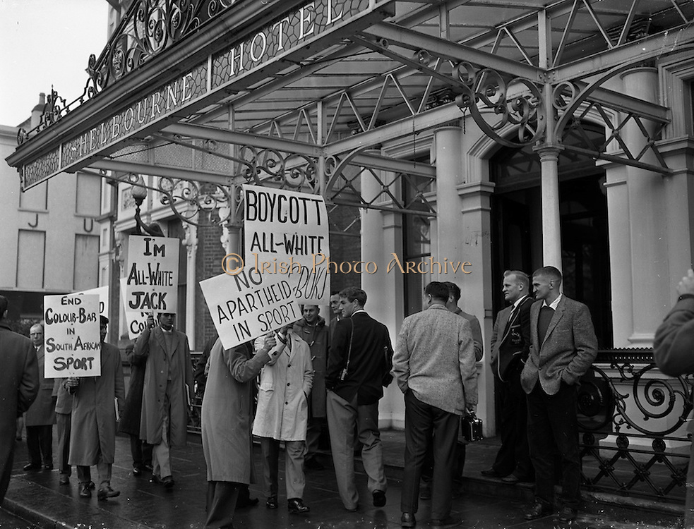16/12/1960<br /> 12/16/1960<br /> 16 December 1960<br /> Springbok pickets. Students picket the South African Rugby team's hotel, the Shelbourne Hotel, Dublin. Springbok team members (right) and coloured student protesters exchange words outside the Shelbourne Hotel.