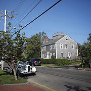 Property in Nantucket Town Centre showing the weathered Shingles used on houses built in Nantucket, Nantucket Island, Massachusetts, USA. Photo Tim Clayton