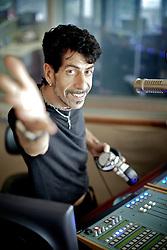 Mr. Pi, nome artístico de Éverton Luis Lima Cunha (26 de julho de 1966), é um radialista que presenta os programas de rádio Pijama Show e Pretinho Básico, além atividades como cantor em pequenas turnês pelo sul do país. FOTO: Jefferson Bernardes/Preview.com