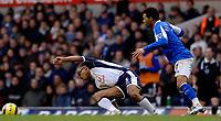 Photo: Daniel Hambury.<br />Tottenham Hotspur v Birmingham City. The Barclays Premiership. 26/12/2005.<br />Tottenham's Edgar Davids (L) and Birmingham's Jermaine Pennant battle for the ball.