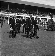 05/08/1960<br /> 05/08/1960<br /> 05 August 1960<br /> R.D.S Horse Show Dublin (Friday). Aga Khan Trophy. President Eamonn De Valera arriving on the grounds of the R.D.S. for the Aga Khan competition at the Dublin Horse Show.