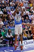 DESCRIZIONE : Campionato 2015/16 Serie A Beko Dinamo Banco di Sardegna Sassari - Umana Reyer Venezia<br /> GIOCATORE : Brenton Petway<br /> CATEGORIA : Tiro Tre Punti Three Point<br /> SQUADRA : Dinamo Banco di Sardegna Sassari<br /> EVENTO : LegaBasket Serie A Beko 2015/2016<br /> GARA : Dinamo Banco di Sardegna Sassari - Umana Reyer Venezia<br /> DATA : 01/11/2015<br /> SPORT : Pallacanestro <br /> AUTORE : Agenzia Ciamillo-Castoria/L.Canu
