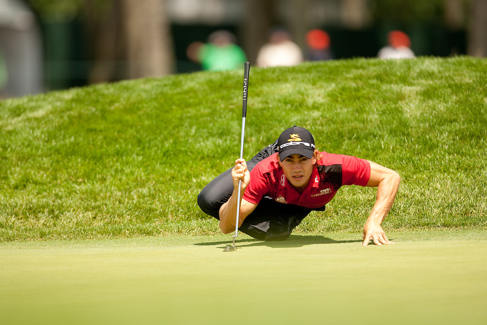 FARMINGDALE, NY - JUNE 19:  Camilo Villegas lines up a putt during the continuation of the first round of the 109th U.S. Open Championship on the Black Course at Bethpage State Park on Friday, June 19, 2009. (Photograph by Darren Carroll) *** Local Caption *** Camilo Villegas
