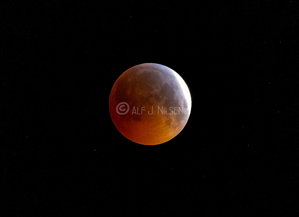 Total moon eclipse on 21. January 2019 at 05:35 local time from Hidra, south-western Norway, about 6 minutes befor totality.