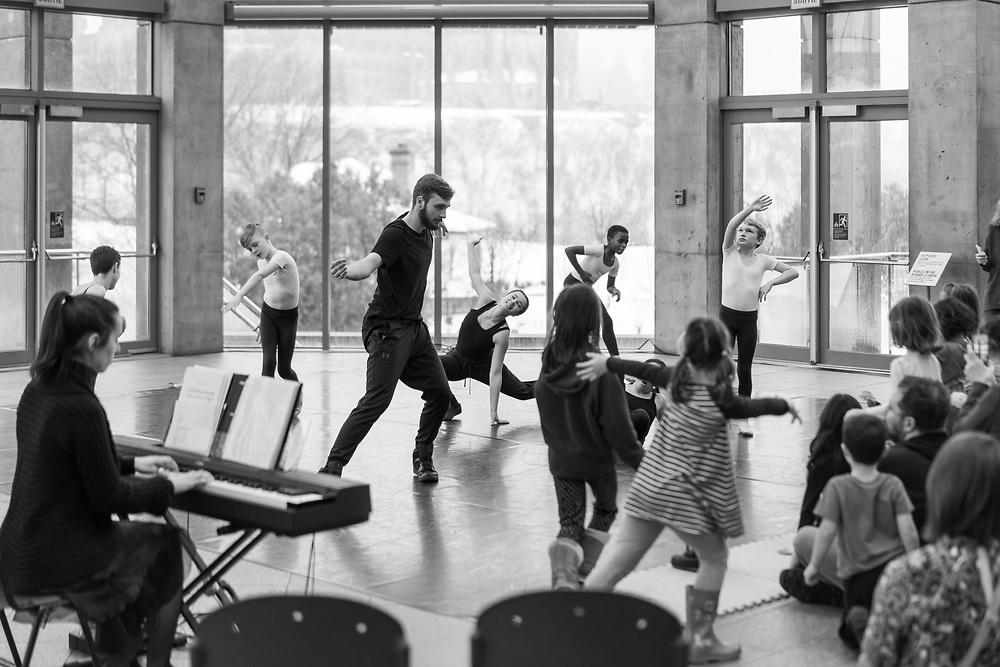 https://Duncan.co/children-dancing-at-national-gallery