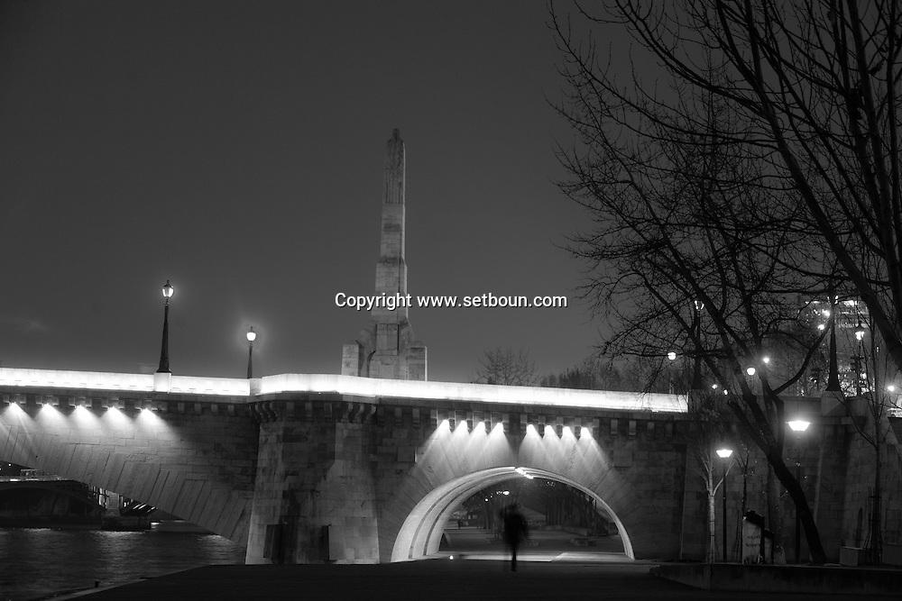 France. Paris. 5th district.  pont de la Tournelle    beetween left bank and ile saint louis