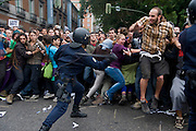 September 25 is called a demonstration to surround the Congress of Deputies in Madrid. The demonstration, at first was peaceful, was permitted until 10 pm but the police charged several times before time expires counterrevolutionary attendees to repel attacks. Disturvios finally ended a seriously injured, 64 mild and 27 arrested.