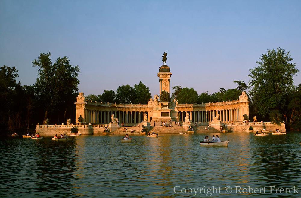 SPAIN, MADRID, RECREATION Retiro Park, Alfonso XII Monument