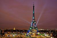 France, Paris, Tour Eiffel en vert pour la COP21 // France, Paris, Eiffel tower in green for COP21