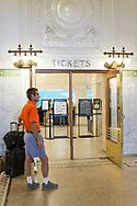 King Street Station i Seattle har genomgått en grundlig renovering. Ny stukatur och nya skyltar som reflekterar den långa historia som stationen har i Seattle.<br /> <br /> Foto: Christina Sjögren