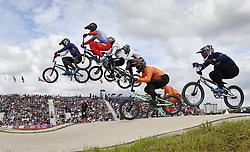 11-08-2018 BMX: EUROPEAN CHAMPIONSHIPS BMX CYCLING: GLASGOW<br /> Niek Kimman (oranje) staat direct na de start op de halve finale op achterstand<br /> <br /> Foto: SCS/Soenar Chamid
