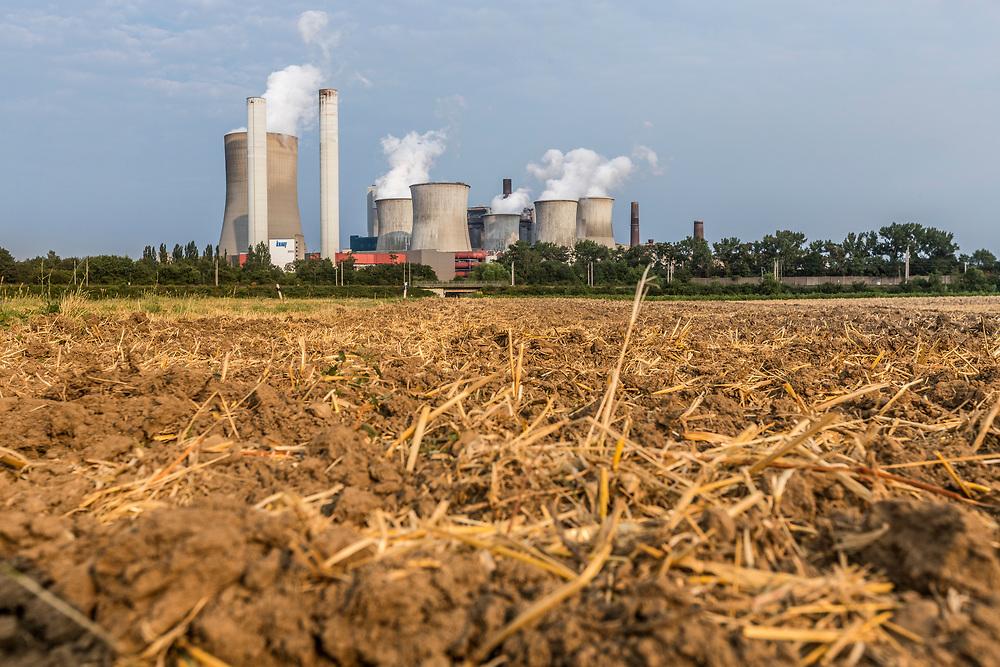 Bergheim, DEU, 25.07.2018<br /> <br /> Das Braunkohlekraftwerk Niederaussem, ein von der RWE Power AG mit Braunkohle betriebenes Grundlastkraftwerk in Bergheim-Niederaußem (Rhein-Erft-Kreis) im Rheinischen Braunkohlerevier, ist das zweitleistungsstaerkste Kraftwerk Deutschlands.<br /> <br /> The lignite-fired power station Niederaussem, a base-load power plant operated by RWE Power AG with lignite in Bergheim-Niederaussem (Rhein-Erft-Kreis) in the Rhenish lignite mining district, is the second largest power station in Germany.<br /> <br /> Foto: Bernd Lauter/berndlauter.com