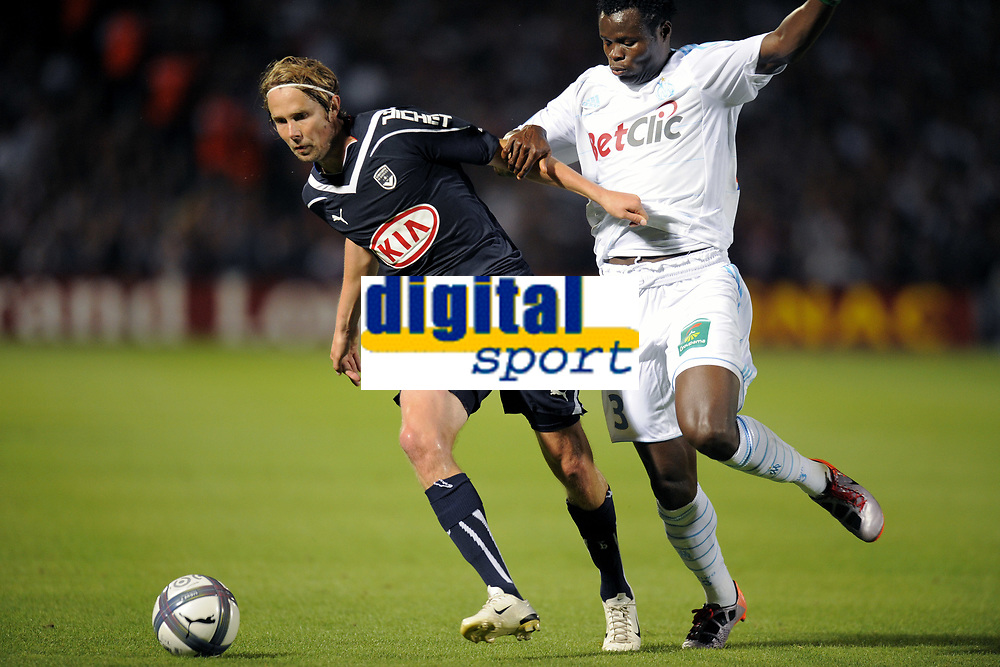 FOOTBALL - FRENCH CHAMPIONSHIP 2010/2011 - L1 - GIRONDINS BORDEAUX v OLYMPIQUE MARSEILLE - 29/08/2010 - PHOTO JEAN MARIE HERVIO / DPPI - JAROSLAV PLASIL (GDB) / TAYE TAIWO (OM)