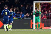 DEVENTER - Go Ahead Eagles - Ajax, Eredivisie, voetbal, seizoen 2014-2015, Stadion De Adelaarshorst, 08-02-2015, GA Eagles-keeper Mickey van der Hart (r) baalt terwijl Ajax speler Arek Milik (l) en Ajax speler Lasse Schone (m) de 1-2 vieren