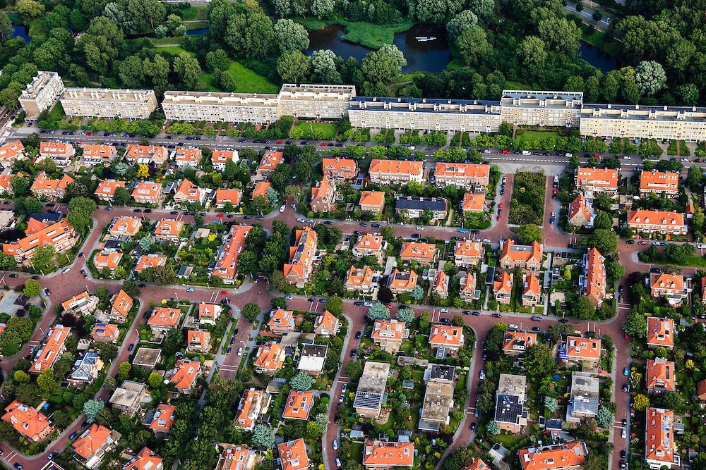 Nederland, Zuid-Holland, Den Haag, 15-07-2012; Sportlaan met flats uit de wederopbouw periode, onder in beeld de Vogelwijk. Aan weerszijden van de Sportlaan de 'Atlantikwall strook'. In dit gebied is tijdens de Tweede Wereldoorlog de bevolking geëvacueerd en de bebouwing ontruimd en/of gesloopt ivm aanleg tankgracht. .On both sides of the Sportlaan the Atlantic Wall strip. During the Second World War, the population of this area was evacuated and some of the buildings were demolished in order to build a antitank ditch. Post-war reconstruction appartment buildings...QQQ.luchtfoto (toeslag), aerial photo (additional fee required).foto/photo Siebe Swart