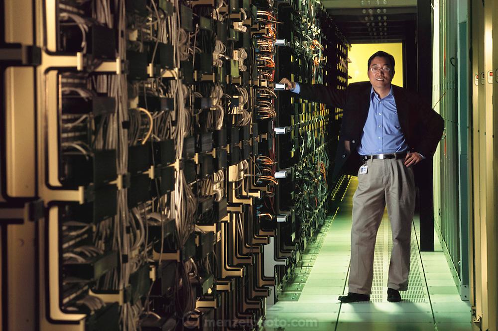 Sun Microsystems, Silicon Valley, California;.Computer server ranch for chip design, David Yen, executive Vice president, management, Model Released. (1999).