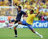 v.l. Tim Cahill, Emerson Brasilien<br /> Fussball WM 2006 Brasilien - Australien<br /> Brasil - Australia<br /> Norway only
