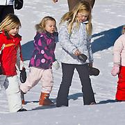AUD/Lech/20110219 - Fotosessie Nederlandse Koninklijke Familie 2011 op wintersport in Lech, Prinses Catharina-Amalia,  Alexia, Ariane