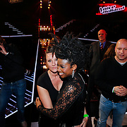 NLD/Hilversum/20121214 - Finale The Voice of Holland 2012, Leona Phillipo en partner