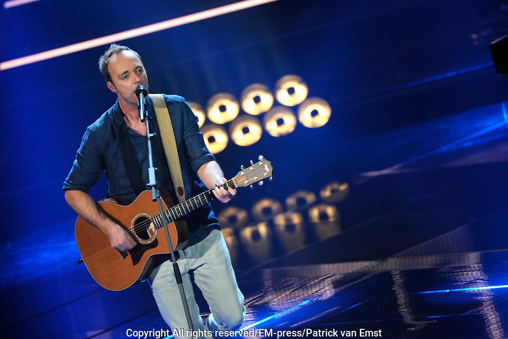 Eerste Live Show van de Voice of Holland in Studio 22 in Hilversum.<br /> <br /> Op de foto:  Niels Geusebroek