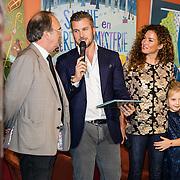 NLD/Amstedam/20161114 Perspresentatie Sinterklaasboeken 2016, Winston Gerstanowitz, Katja Schuurman en dochter Sammy, haar vader en Albert Verlinde