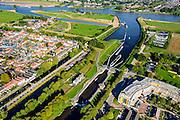 Nederland, Utrecht, Gemeente Vianen, 30-09-2015; rivier de Lek en sluis bij ingang Merwedekanaal.<br /> <br /> River Lek and lock entering Merwede canal.<br /> luchtfoto (toeslag op standard tarieven);<br /> aerial photo (additional fee required);<br /> copyright foto/photo Siebe Swart