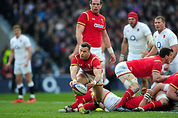 Gareth Davies of Wales passes the ball - Mandatory byline: Patrick Khachfe/JMP - 07966 386802 - 12/03/2016 - RUGBY UNION - Twickenham Stadium - London, England - England v Wales - RBS Six Nations.