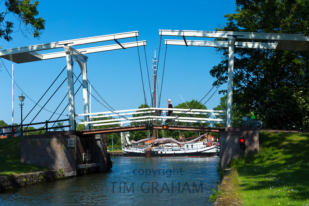 Bascule vertical-lift bridge, lift up drawbridge, across canal waterway at  Edam in The Netherlands