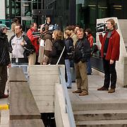NLD/Amsterdam/20060330 - Rechtzaak Margarita Bourbon de Parma -  Edwin de Roy van Zuydewijn, pers staat buiten te wachten op de aankomst, media, fotografen,